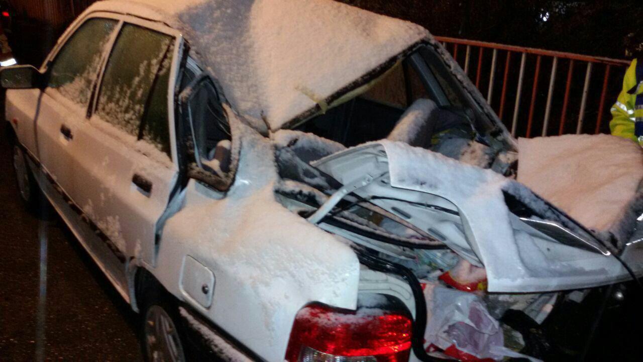 سقوط سنگ در جاده هراز روی پراید/ 1 کشته و 1 زخمی