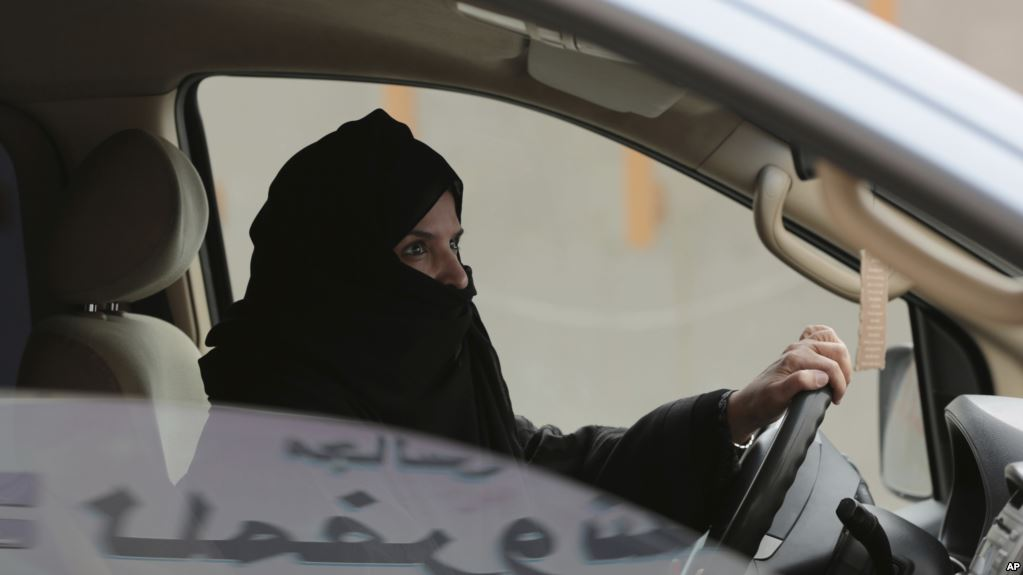 رانندگی زنان در عربستان؛ سنت مقاومت میکند