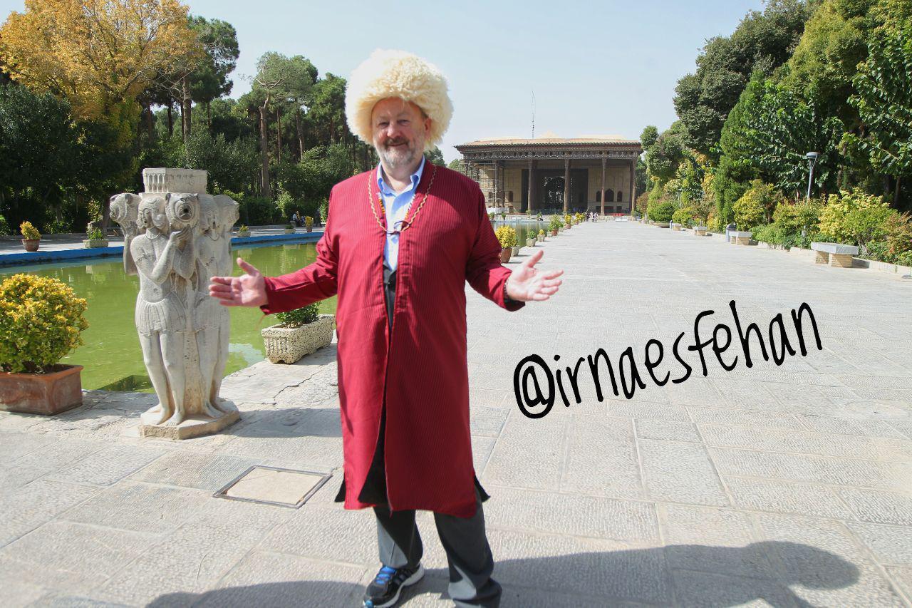 رییس مجلس ایرلندبا لباس ترکمن در باغ چهلستون اصفهان (عکس)
