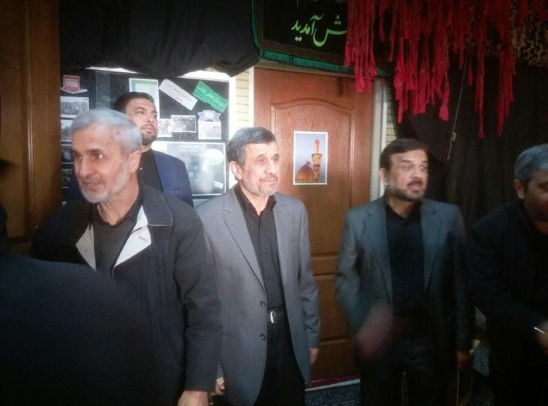 محمود احمدی نژاد در مراسم ختم برادرش/ عکس