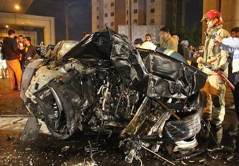 متلاشی شدن BMW پس از تصادف با ستونهای پل صدر (+عکس)