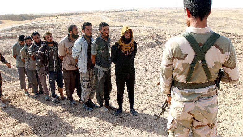 داعشی ها در بازداشت پیشمرگه ها (عکس)