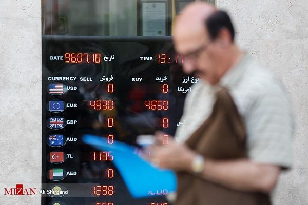 خبرگزاری قوه قضائیه: قیمت دلار از تابلو صرافیها حذف شد/ تشکیل صف برای خرید دلار (+عکس)