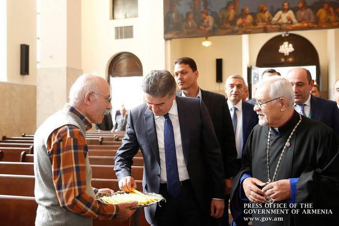 نخست وزیر ارمنستان در کلیسای