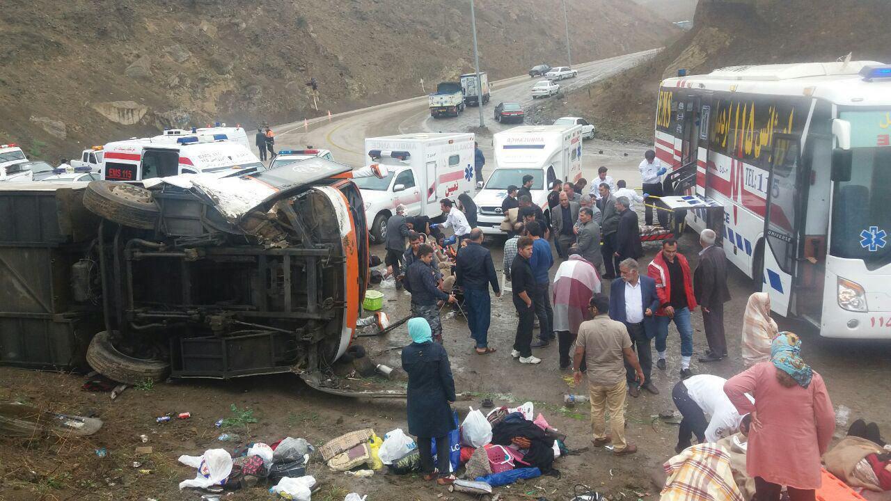 واژگونی اتوبوس در گردنه حیران/ 20 نفر مصدوم شدند