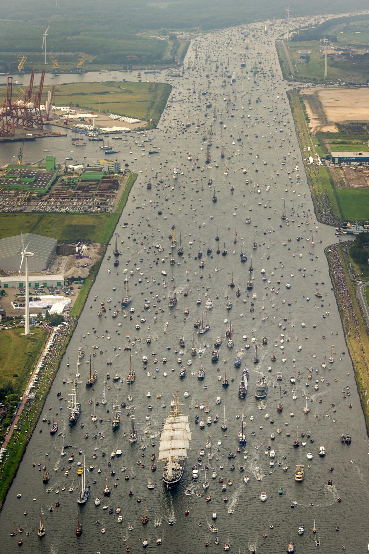 آمستردام از ترافیک سنگین قایق رنج میبرد (+عکس)