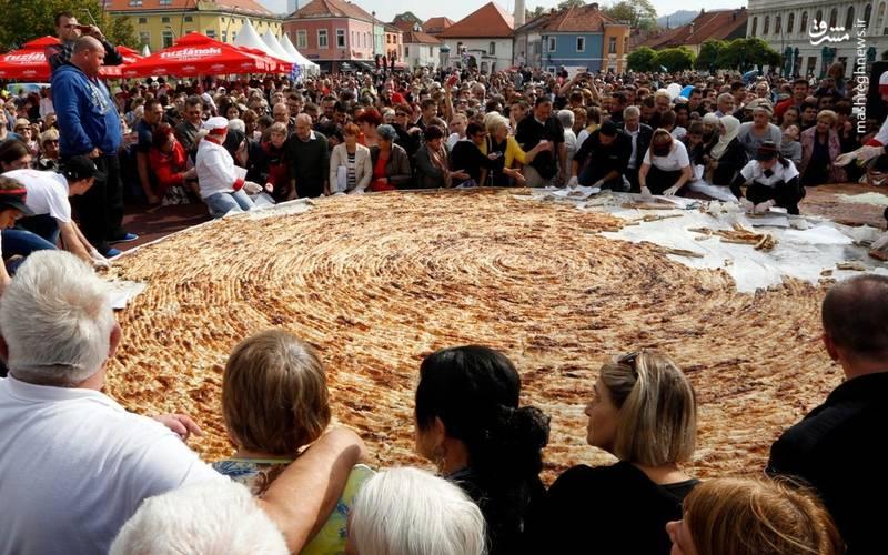 پخت بزرگترین پیتزای دنیا (عکس)