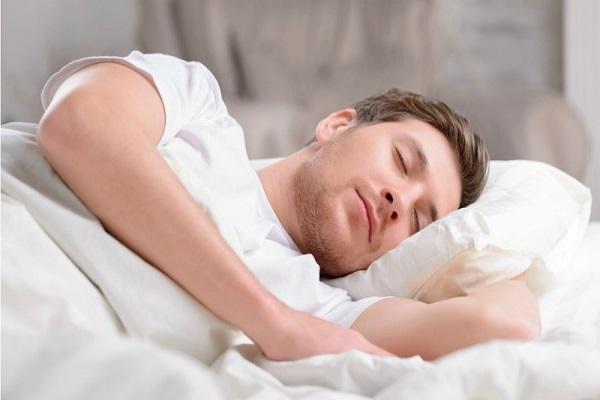 چرا برای کالریسوزی بیشتر به خواب کافی نیاز داریم؟