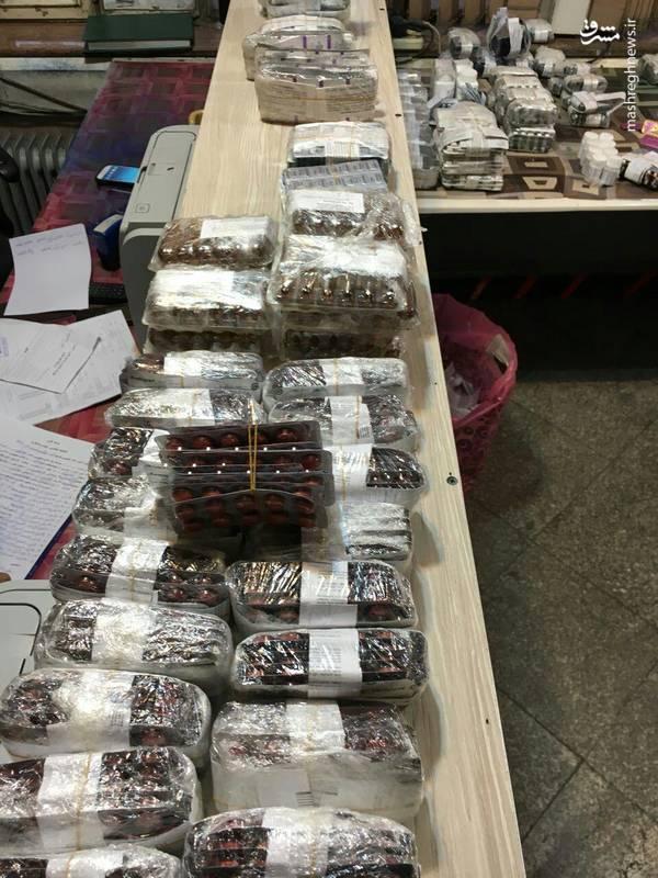 کشف ۱۴ هزار بسته داروی قاچاق (عکس)