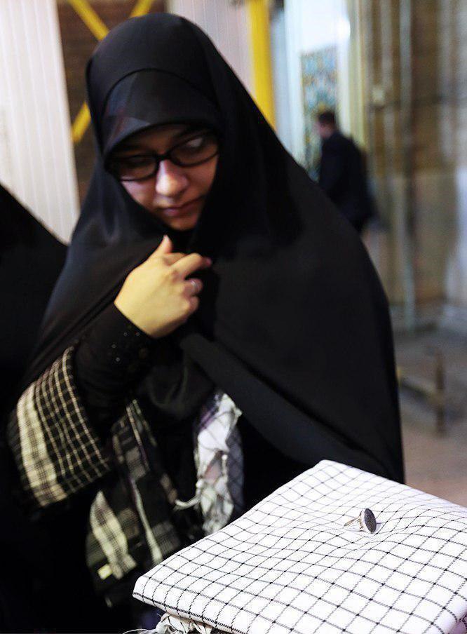 هدیه رهبری به همسر شهید حججی (+عکس)