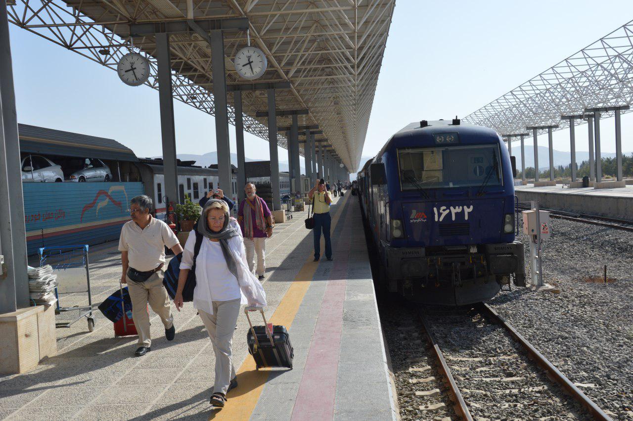 قطار گردشگری بین المللی در شیراز (+عکس)