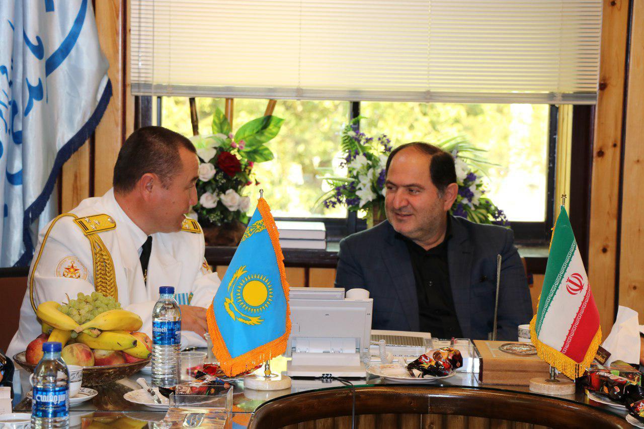 دیدار فرمانده ناوگروه قزاقستان با فرماندار انزلی (+عکس)