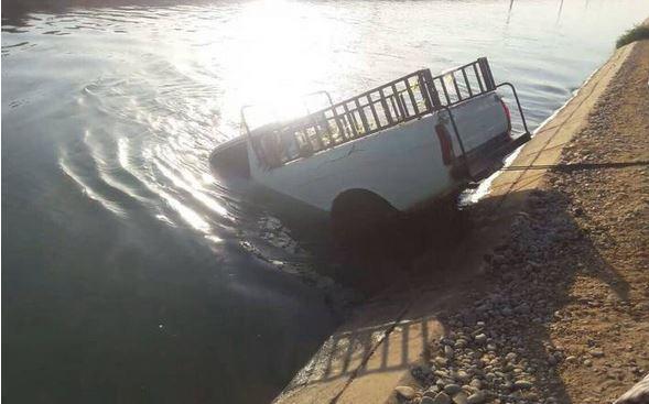 سقوط مرگبار وانت پیکان درون کانال آب (عکس)