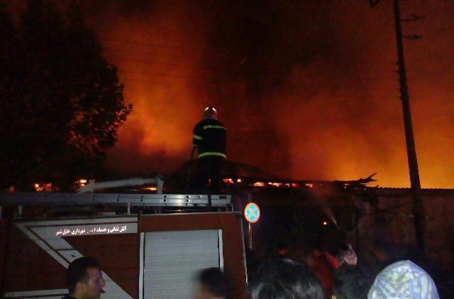 آتشسوزی در بازار بهشهر/ دستکم 10 مغازه در آتش سوخت
