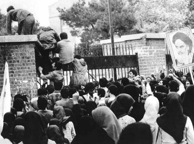 15 دلیل مخالفان و 15 دلیل موافقان اشغال سفارت آمریکا