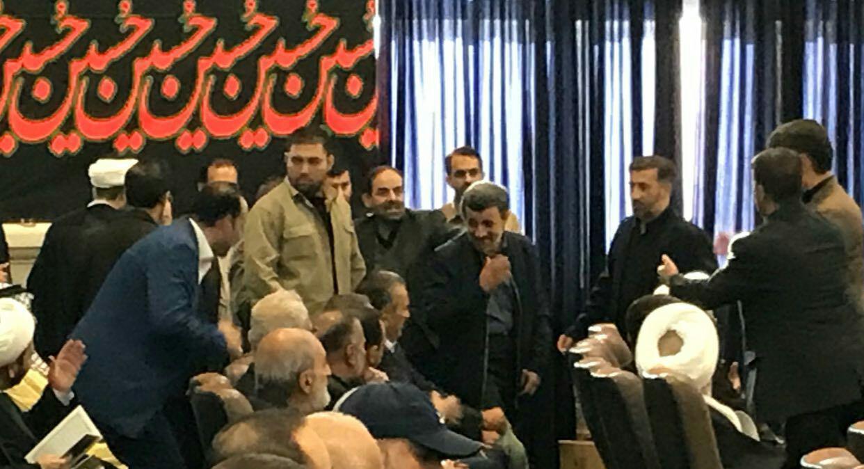 حضور احمدی نژاد در مراسم ترحیم پدر سردار سلیمانی (عکس)