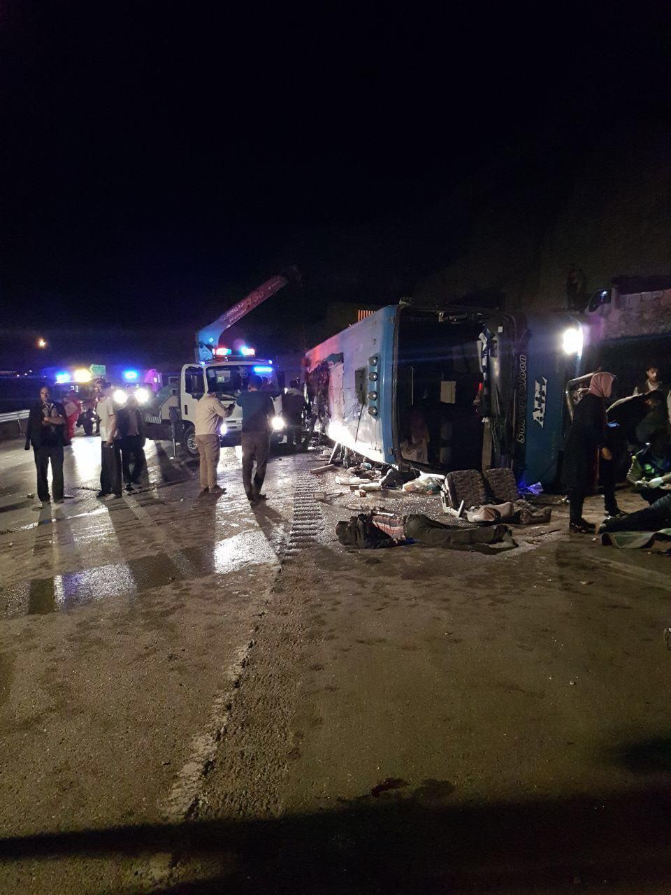 واژگونی مرگبار اتوبوس در جاده فيروزكوه/ 14 کشته و 18 زخمی (+عکس)