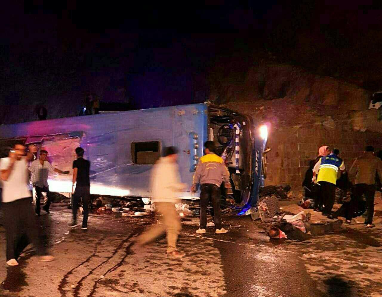 واژگونی مرگبار اتوبوس در جاده سوادکوه (+عکس) / 13 کشته و 19 زخمی (+اسامی مجروحان)