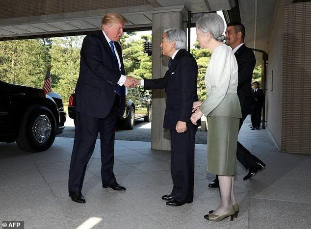 ترامپ به امپراتوری ژاپن تعظیم نکرد