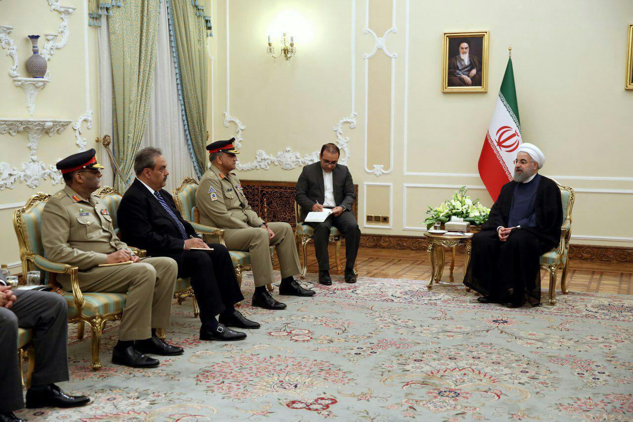 دیدار رئیس ستاد ارتش پاکستان با روحانی (+عکس)