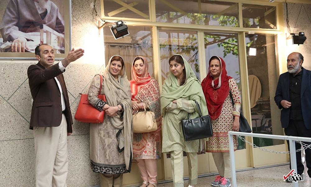 بازدید همسر فرمانده ارتش پاکستان از بیت امام خمینی در جماران (عکس)