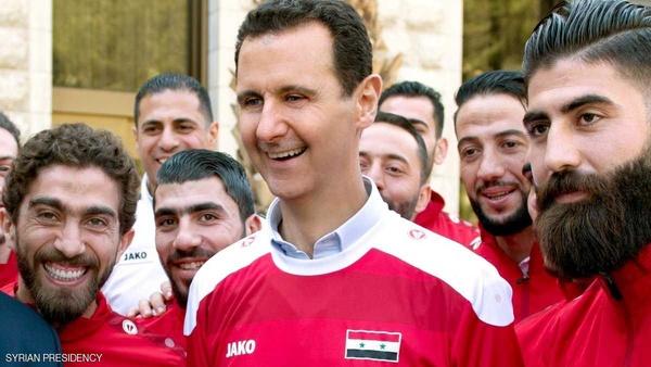 دیدار بشار اسد با تیم فوتبال سوریه حاشیهساز شد (+عکس)