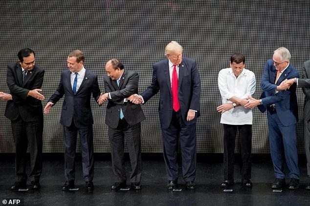 ترامپ زنجیره دستهای رهبران آسهآن را پاره کرد (+عکس)