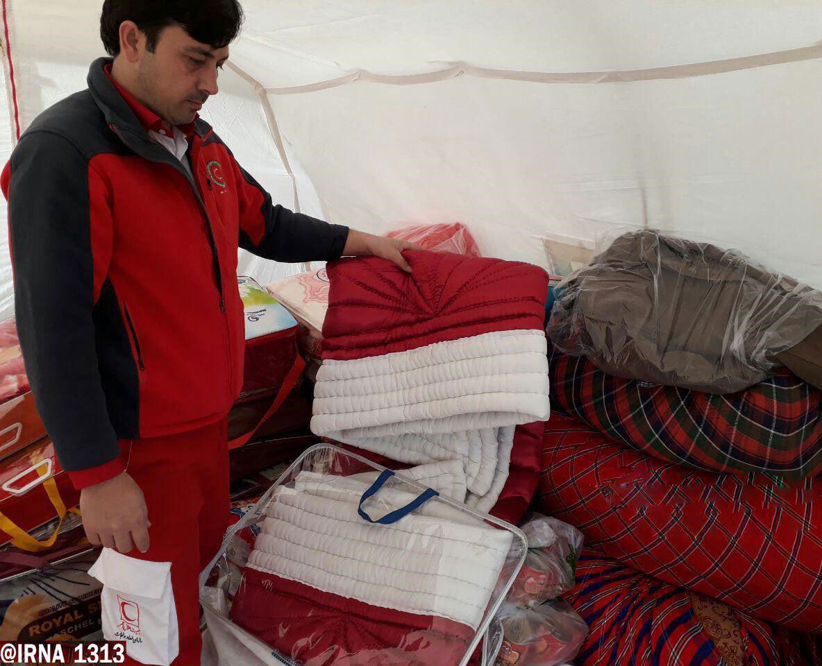 عروس بجنوردی، جهیزیه خود را به مردم زلزلهزده کرمانشاه اهدا کرد (عکس)