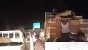 حمله به کامیون حامل چادر برای زلزله زدگان (فیلم)