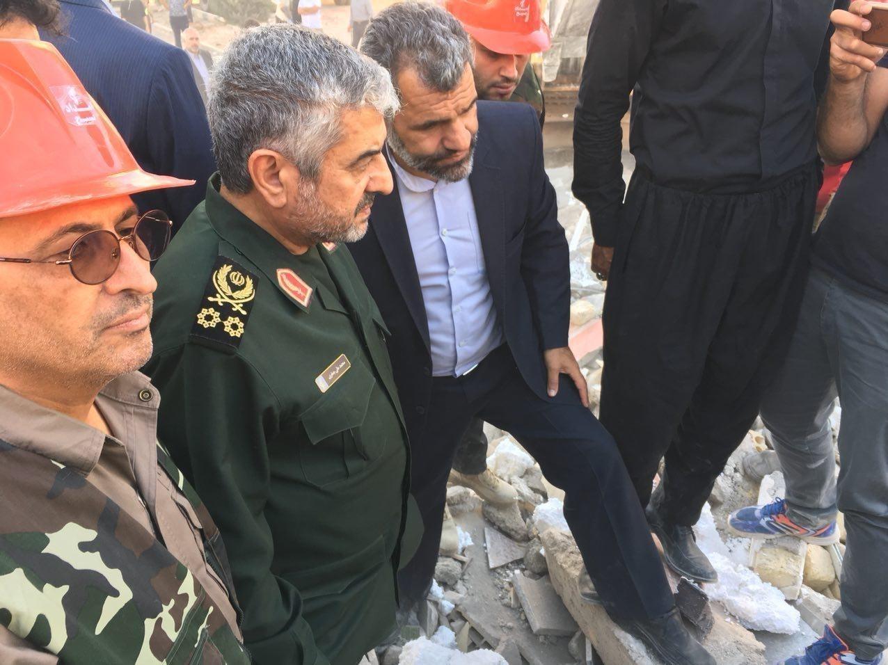 حضور فرمانده کل سپاه در مناطق زلزلهزده (+عکس)