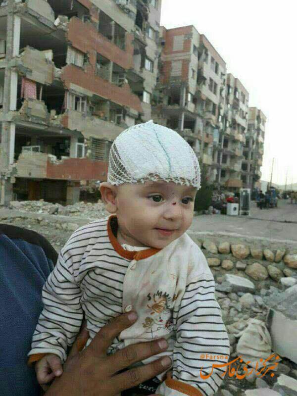 نجات یک کودک پس از 3 روز از زیر آوار (عکس)