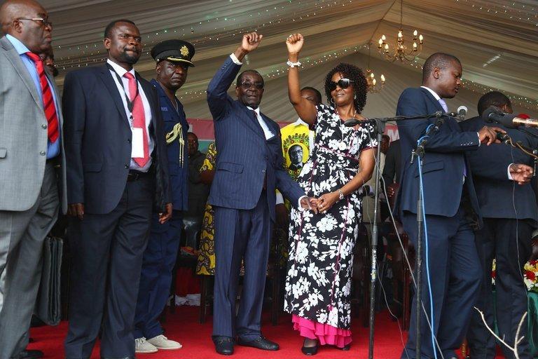 کودتا علیه پیرترین دیکتاتور دنیا / رابرت موگابه در بازداشت خانگی