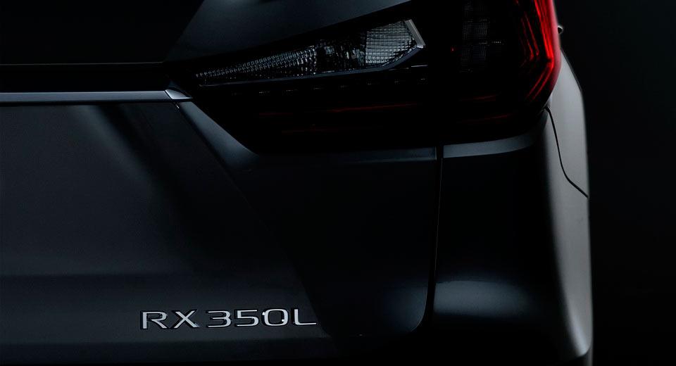 تائید نمایش لکسوس RX سه ردیفه در نمایشگاه لسآنجلس