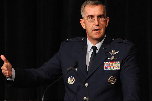فرمانده نیروهای هسته ای آمریکا: در برابر دستور غیرقانونی ترامپ برای حملات هسته ای می ایستم