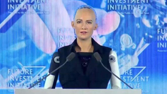 برای نخستین بار در جهان؛ اعطای تابعیت سعودی به یک روبات زن!