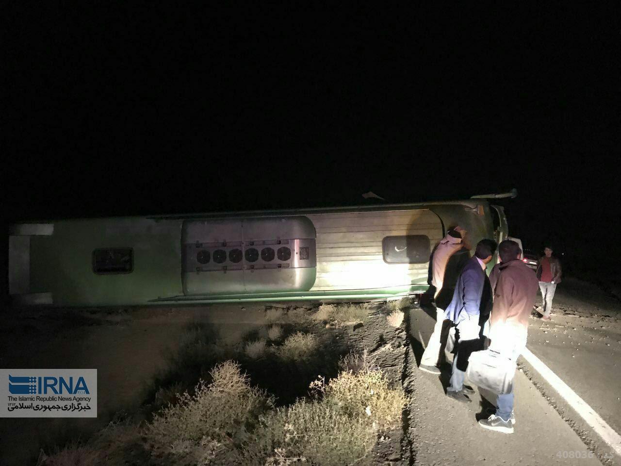 واژگونی اتوبوس در خراسان و مصدومیت 15 نفر (+عکس)