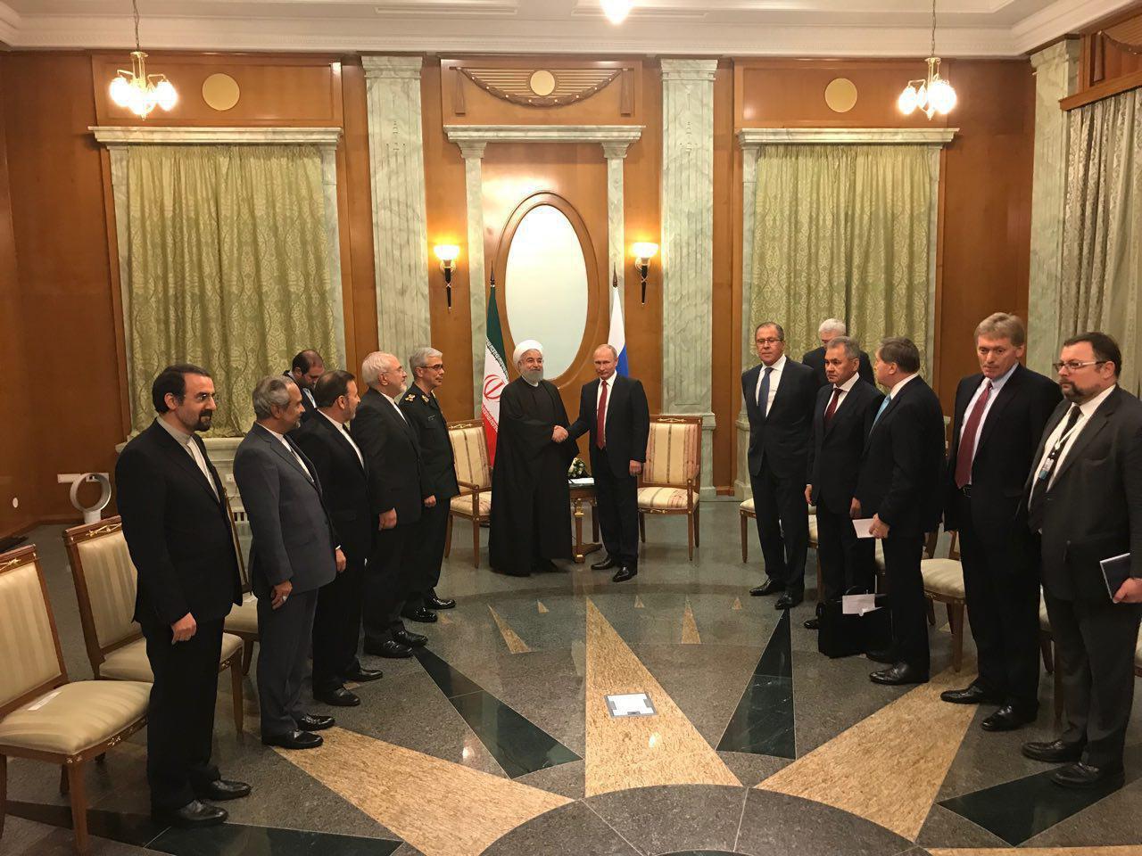 روحانی با پوتین دیدار کرد (عکس)