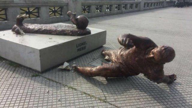 مجسمه مسی را باز هم تخریب کردند (عکس)