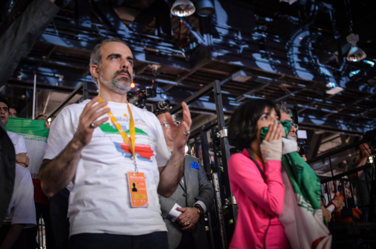 شادی مردان و زنان ایران حاضر در سالن وزنه برداری(+گزارش تصویری)