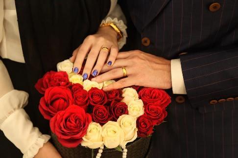 ازدواج بازیگر جنجالی با دختر مورد علاقهاش (+ عکس)