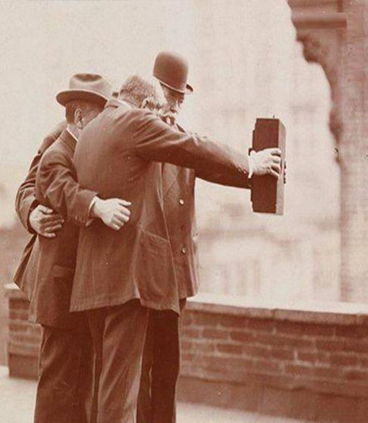 سلفی گرفتن در سال ۱۹۲۰(عکس)