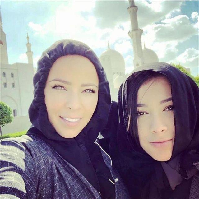 همسر بازیکنان رئال مادرید در مسجد / تصاویر
