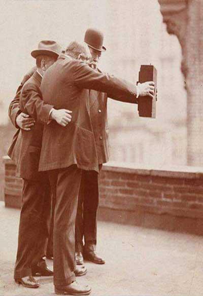 سلفی گرفتن در سال 1920 (عکس)