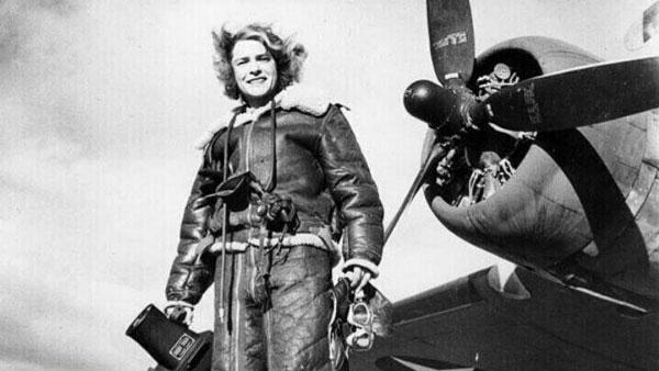 اولین زن خبرنگار و عکاس در جنگ (عکس)