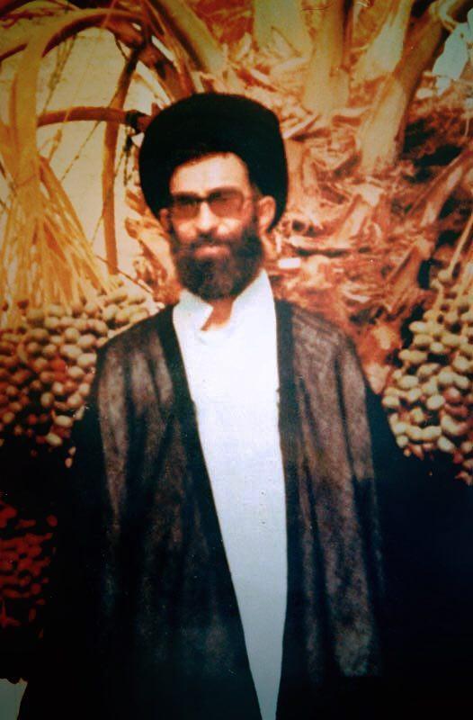 مقام معظم رهبری در دوران تبعید به ایرانشهر (عکس)
