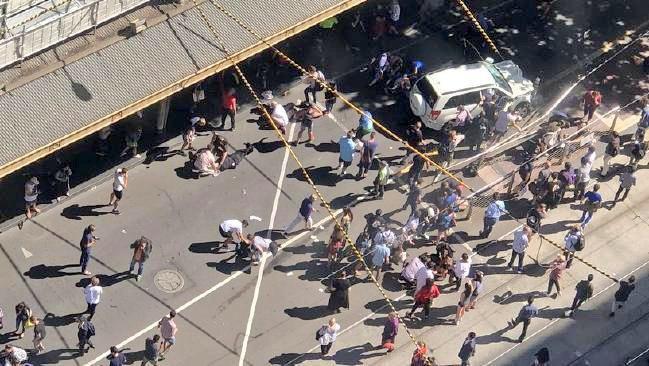 16 زخمی در پی ورود خودرو به میان عابران پیاده در ملبورن