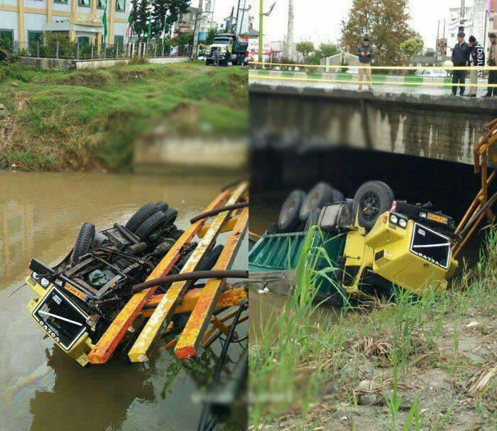 سقوط کامیون به رودخانه در مازندران (عکس)