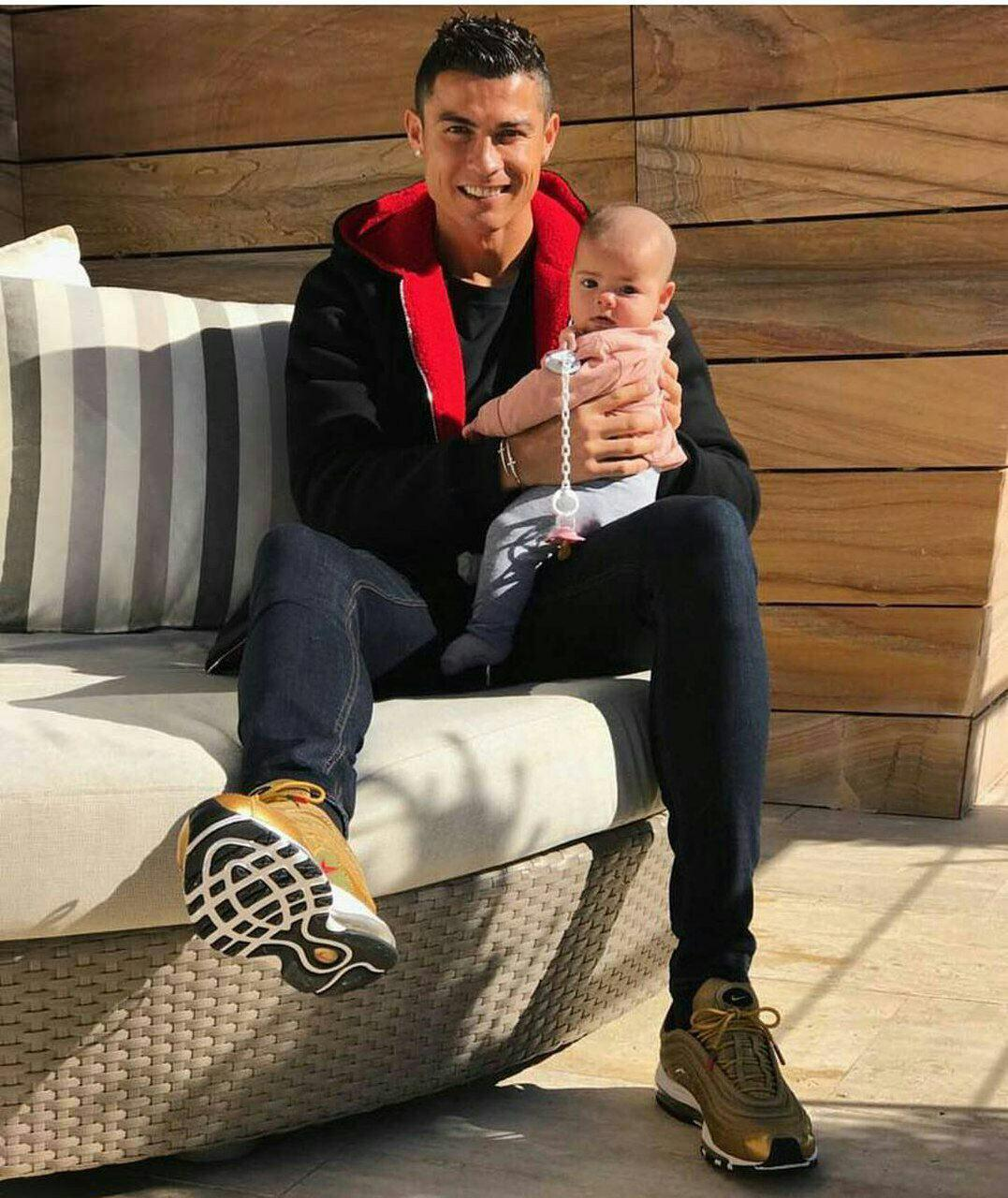 کریستیانو رونالدو و دخترش (عکس)