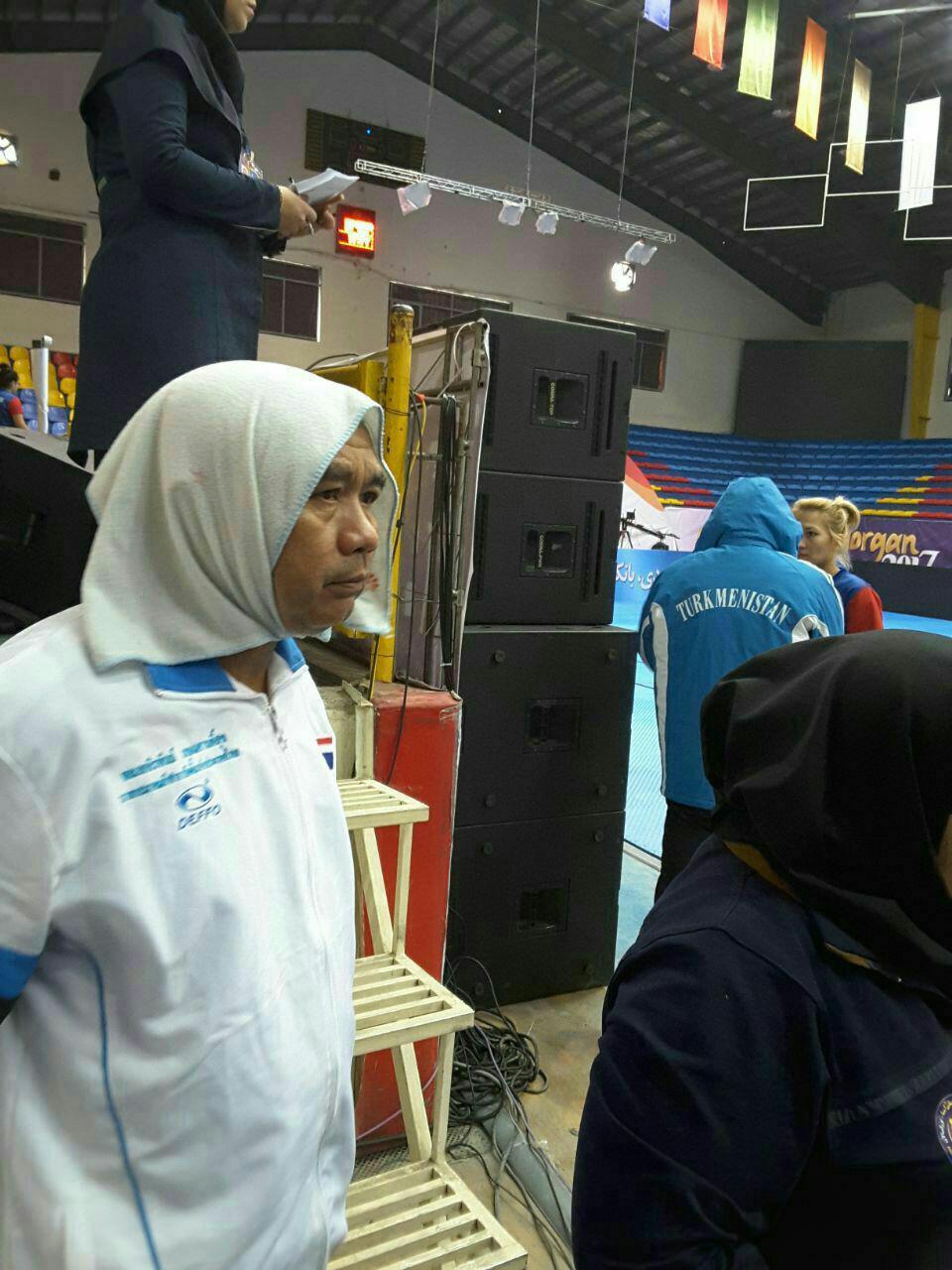 روسری برای مربی مرد تیم زنان تایلند در مسابقات گرگان (عکس)