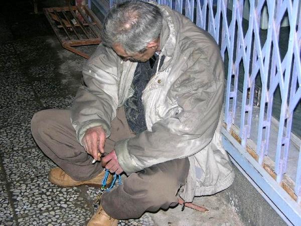 دستگیری گدای پردرآمد در رفسنجان/ پیشنهاد رشوه به پلیس برای آزادی